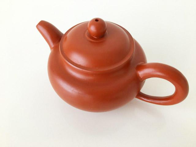 中国茶器の茶色の急須,
