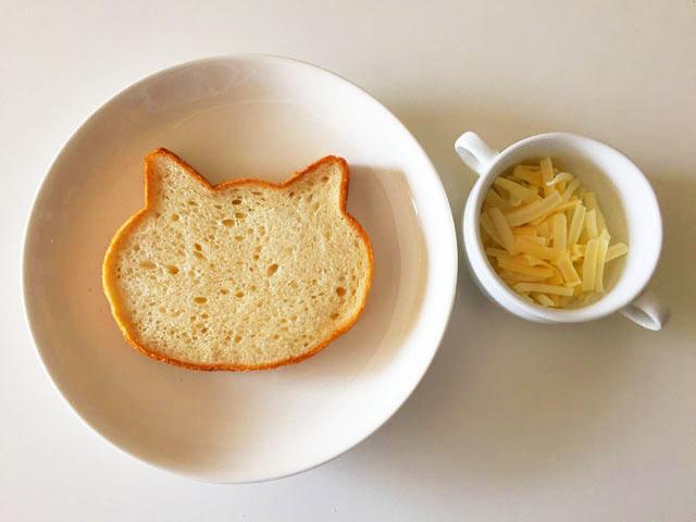 いろねこ食パン,ねこパン,ピザ用のナチュラルチーズとねこパン