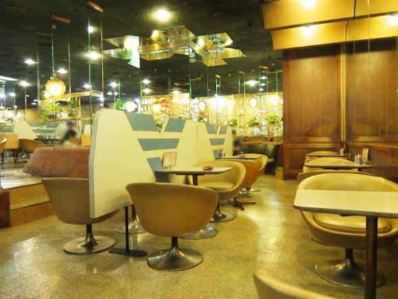 喫茶店「マヅラ」の店内内装