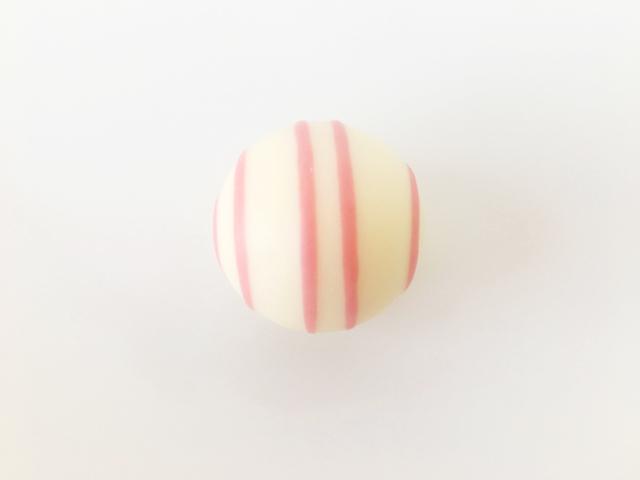 縦にピンクの4本線が入っている苺のトリュフ,銀のぶどう,銀座ぶどうの木,