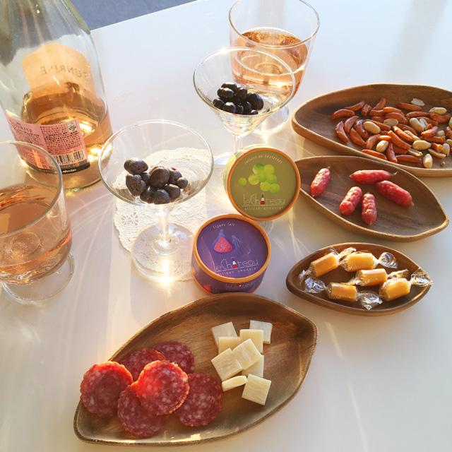 ル シャトーのイチジクとレーズン味のチョコレートのテーブルコーディネート