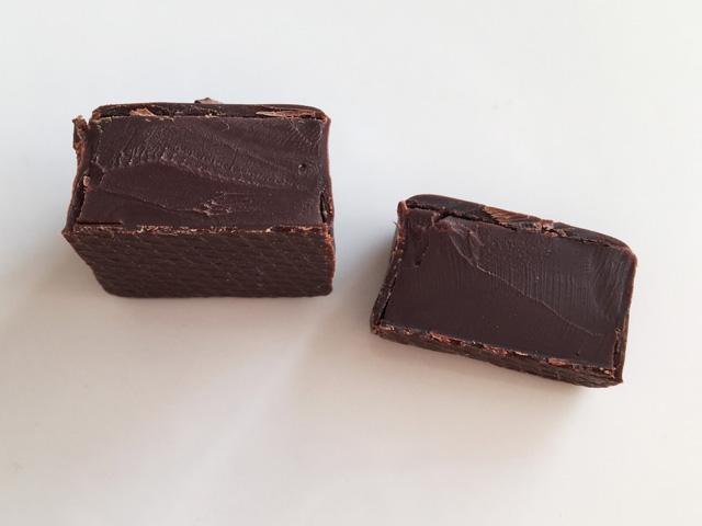 ルショコラドゥアッシュ,LE CHOCOLAT DE H,陰翳礼讃の陰のチョコレートの断面図,