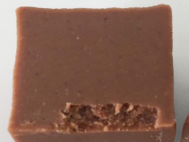 レオニダスのジャンドゥージャの断面,ジャンドゥーヤ,ジャンドゥジャ,バレンタイン,チョコレート,ベルギーのチョコレート, Leonidas,Gianduja,Valentine,chocolate,Belgium,