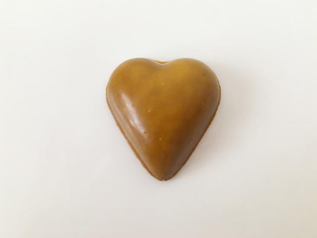 ピエールルドン,PEGGY,ペギー,黄色のハート型のチョコレート,ボンボンショコラ,コーヒーキャラメル,ミルクショコラ, Pierre Ledent,Heart-shaped chocolate,Valentine,Bonbon de chocolat,
