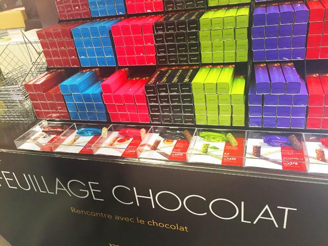 FEUILLAGE CHOCOLAT(ファヤージュショコラ),味ごとに違う色のパッケージに入れている