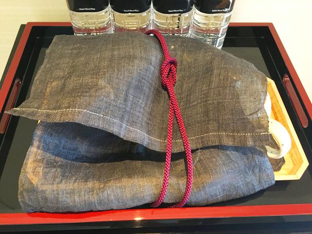 ザ リッツ カールトン京都,布につつまれた緑茶用急須と湯飲みセット,THE RITZ-CARLTON KYOTO,