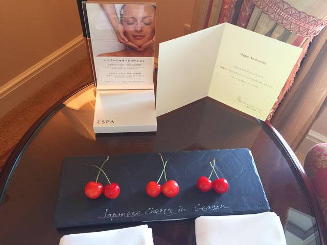 ウェルカムフルーツにJapanese cherryが置かれている