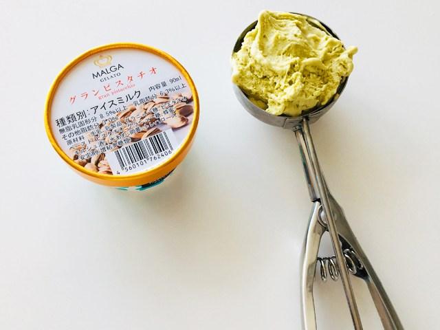 マルガージェラート,アイスクリームディッシャーでアイスをすくった様子,