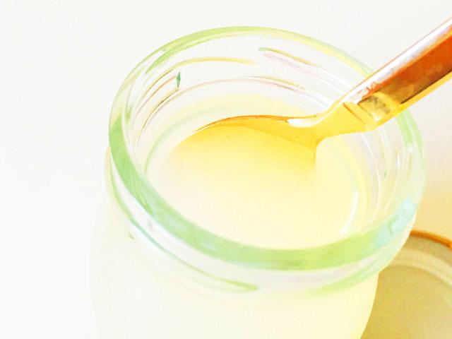 ヴィザヴィ恋するコラーゲンゼリーのゆず味にスプーンを入れたところ