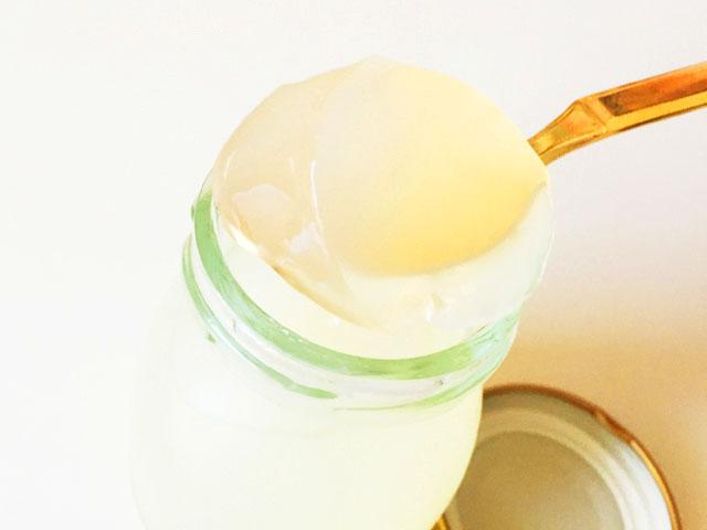 VISAVIS恋するコラーゲンゼリーのゆず味でスプーンをすくったところ
