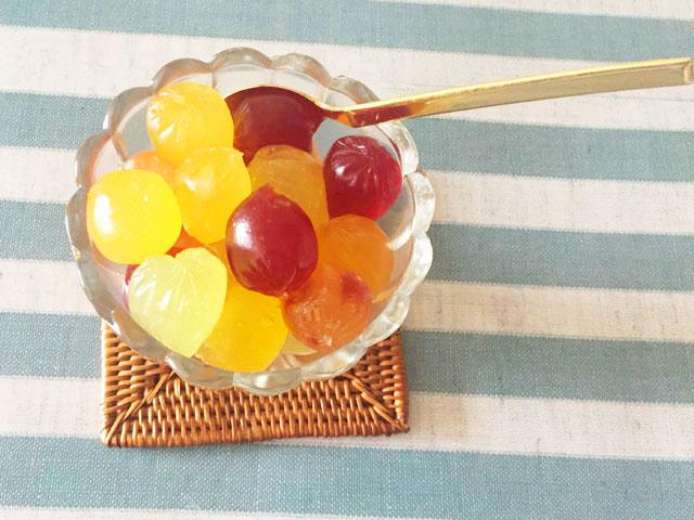 アイスのお皿に入った6種類のコロロ,上から撮影