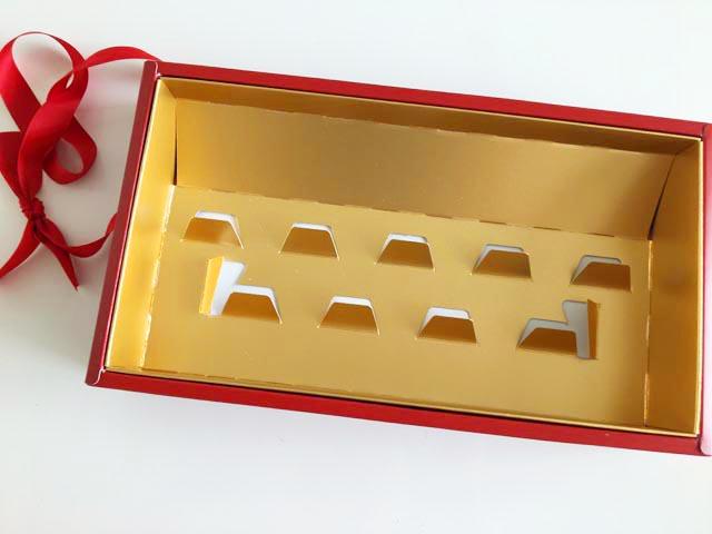 ダロワイヨ,マカロン,箱の中身がゴールドになっている,