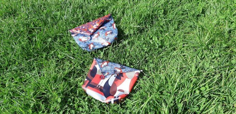 Pochettes à savon posées dans l'herbe Les Savons Sur Patte