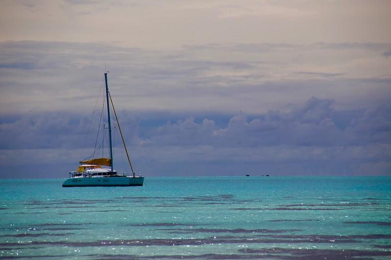cours de voile sur un catamaran de croisière