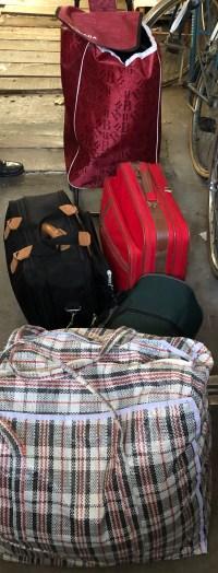 Une partie des bagages abandonnés par un  bipolaire sur la voie public et l'inaction de nouveau du monde psychiatrique y compris face aux demandes de la justice police