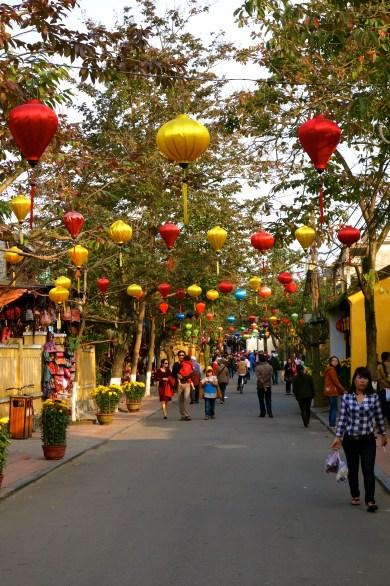 Une rue de la vieille ville à Hoi An (1)