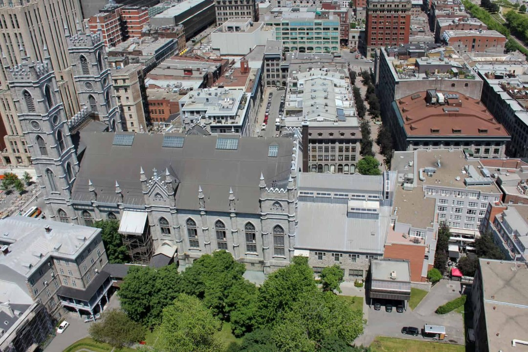 Ideally located : adjacent to Notre-Dame Basilica