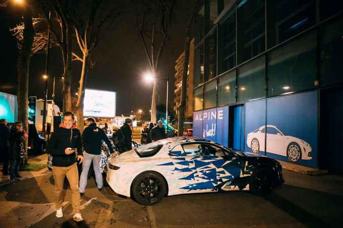 Alpine AS110 A110 Viree nocturne showroom 7 fevrier 2017 Team (15)