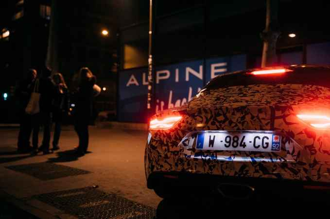 Alpine AS110 A110 Viree nocturne showroom 7 fevrier 2017 Team (16)