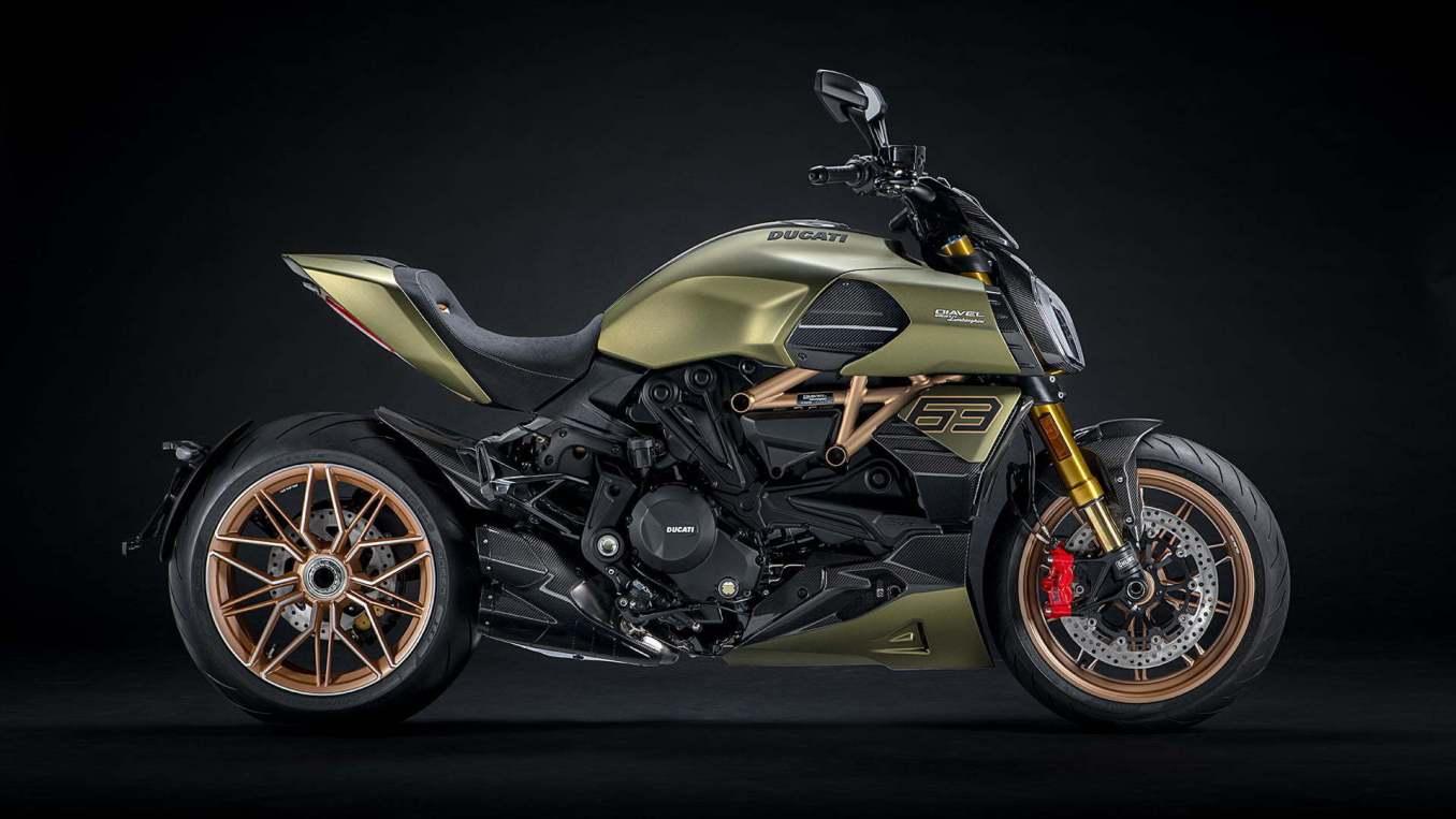 Ducati Diavel 1260 Lamborghini | MV Agusta Superveloce Alpine 2020 : le mariage Franco-Italien !