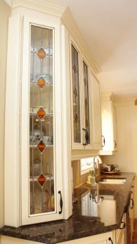 Stained glass kitchen | Les Armoires Sguin Cabinets