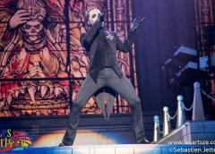 Ghost comble ses fans avec un spectacle flamboyant