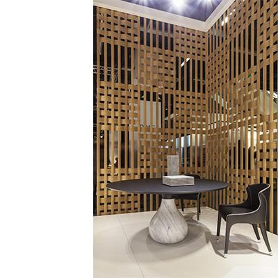 Stand de Roche Bobois au salon IMM 2017. Décors de Claustras des Ateliers du Spectacle Photographie Roche Bobois