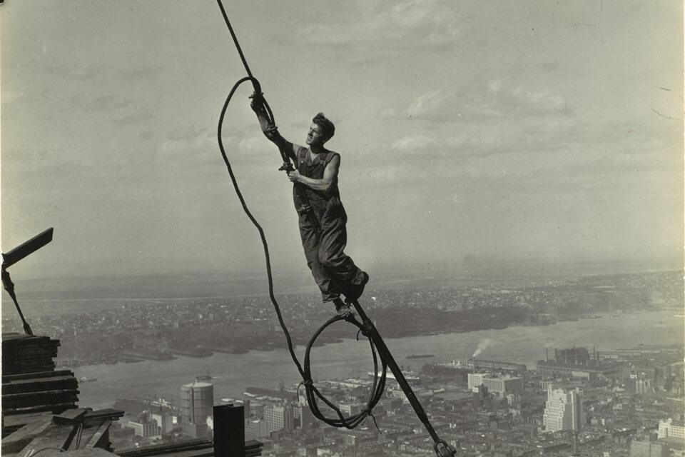 Icarus-Photo-noir-et-blanc-empire-state-building