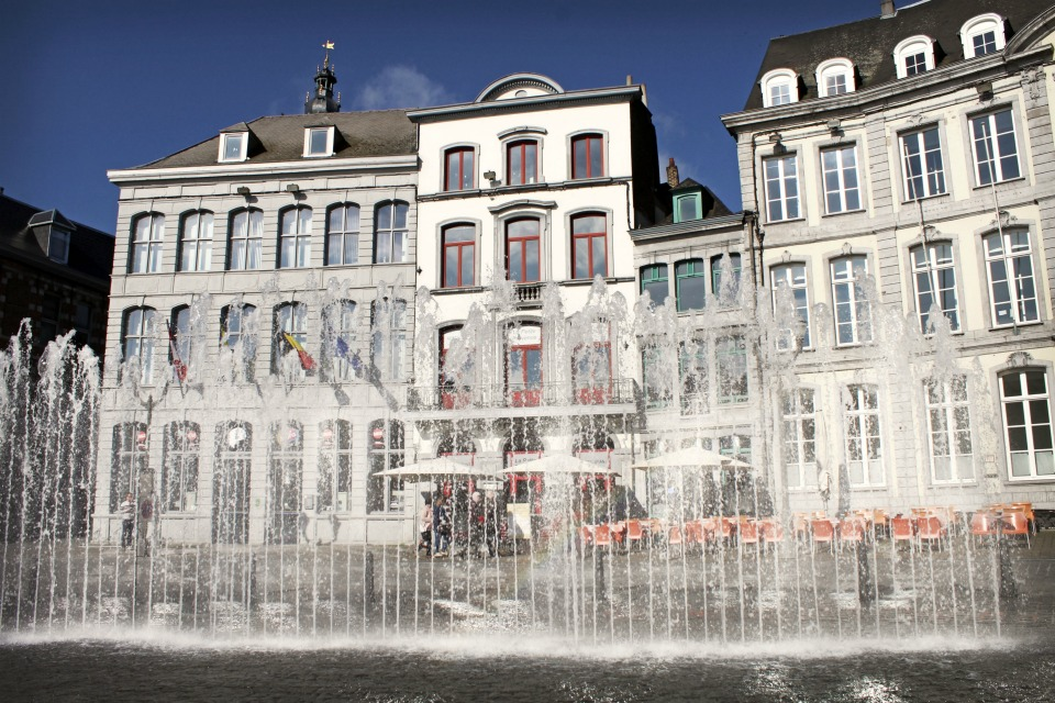Fontaine Grand Place Mons Belgique