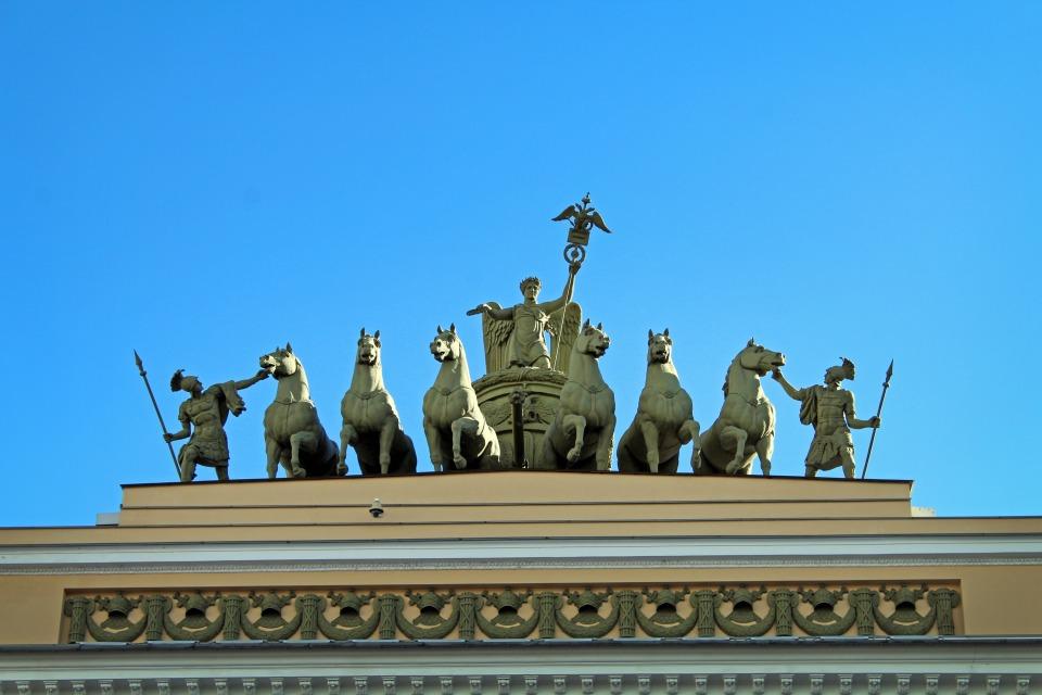 Visiter Saint Petersbourg - Place du Palais - Chevaux de la Victoire