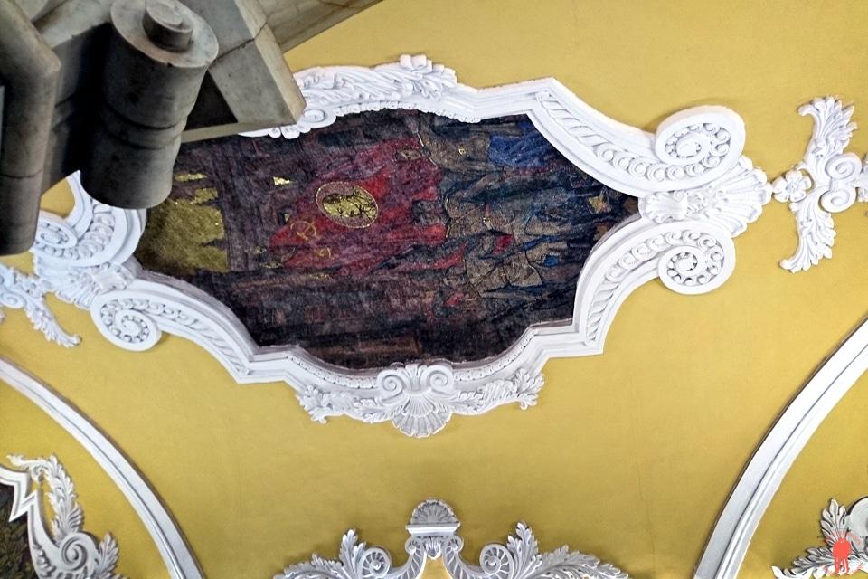 Visiter Moscou Metro Komsomolskaia Plafond detail