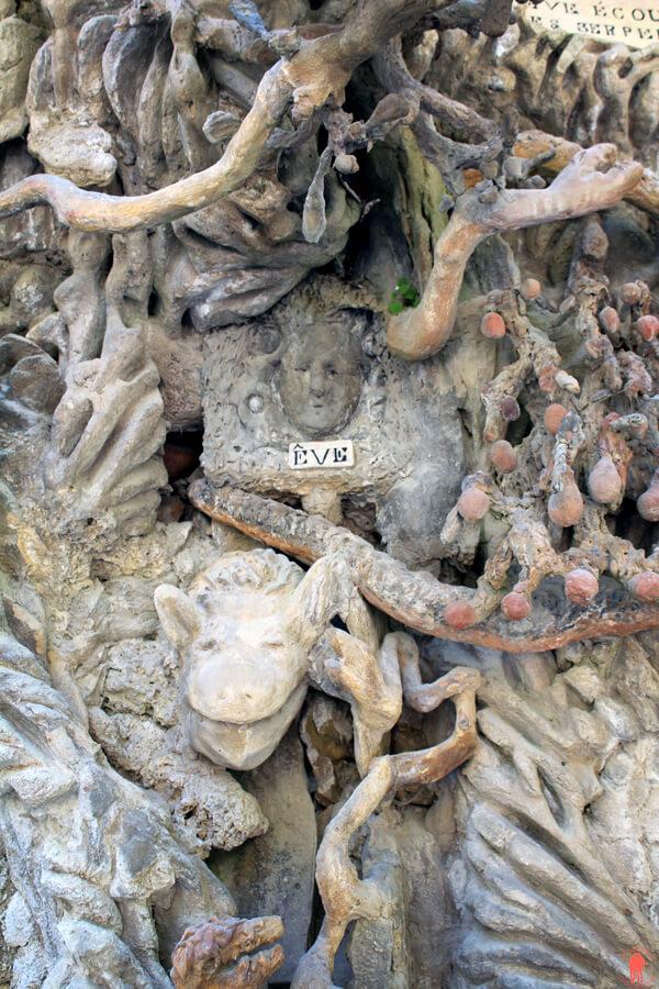 Sculpture d'Adam et Eve Palais ideal Facteur Cheval Nord
