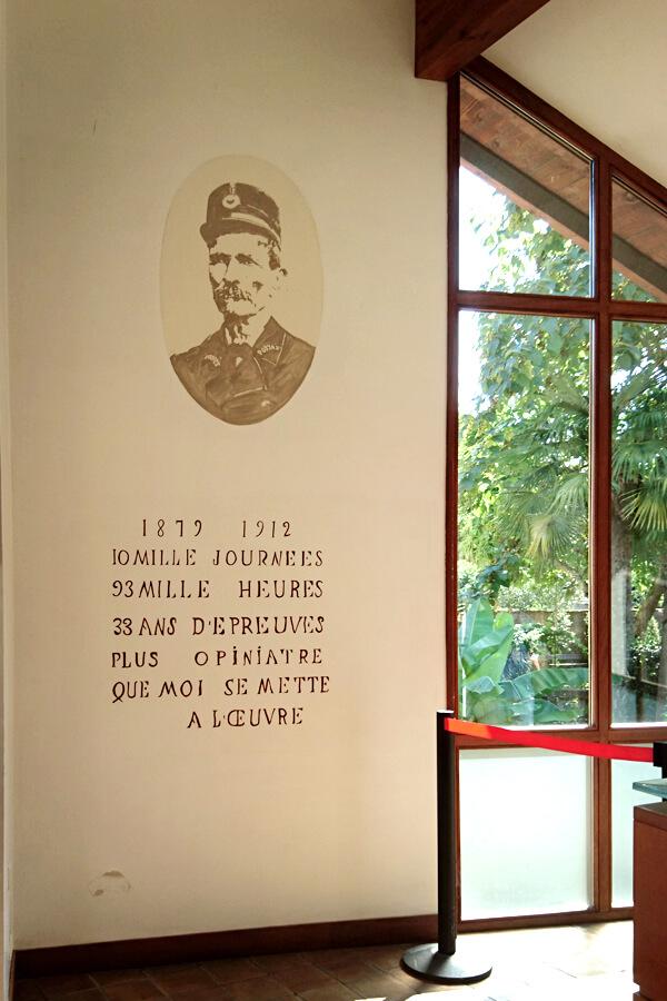Accueil du Palais idéal et portrait de Ferdinand Cheval