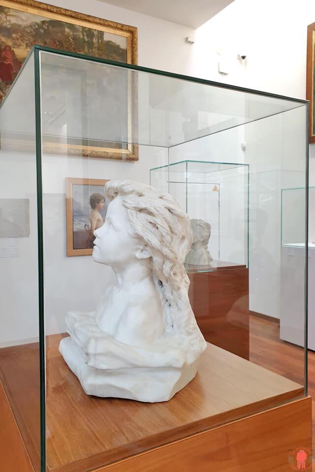Sculpture La Châtelaine de Camille Claudel à la Piscine de Roubaix
