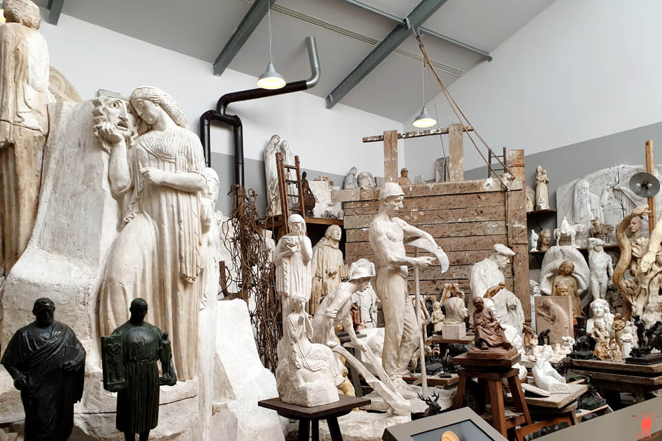 Vue d'ensemble des sculptures de l'artiste local Henri Bouchard au musée la Piscine à Roubaix