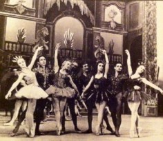 Le Palais de Cristal; 1947. Madeleine Lafon et Max Bozzoni (perles), Lycette Darsonval et Alexandre Kalioujny (Rubis), Tamara Toumanova et Roger Ritz (Diamant noir), Michel Renault et Micheline Bardin (Emeraudes).