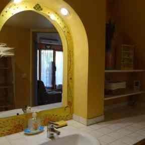 salle de douche appartement de vacances côté jardin