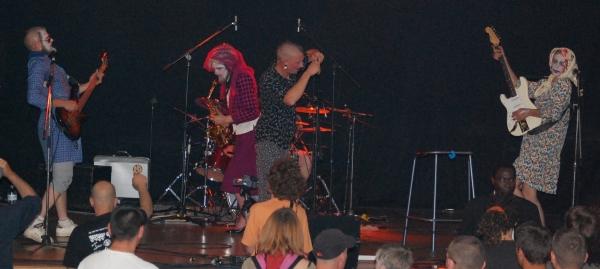 depose mamie en concert dans le cadre du festival Les berniques en Folie à l'Ile d'Yeu