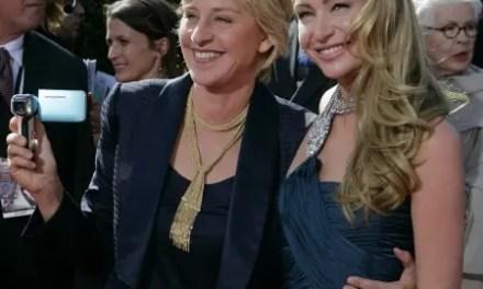 Ellen DeGeneres y Portia de Rossi en los Emmys
