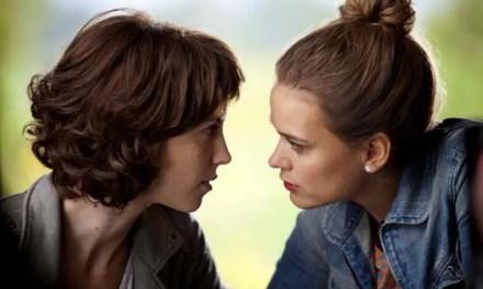 Dvojina (Dual) reseña de la película lésbica