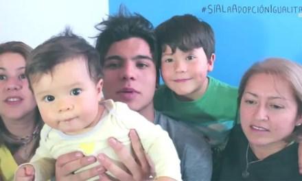 Sebastián Villalobos tiene dos mamás y está super orgullos de ellas