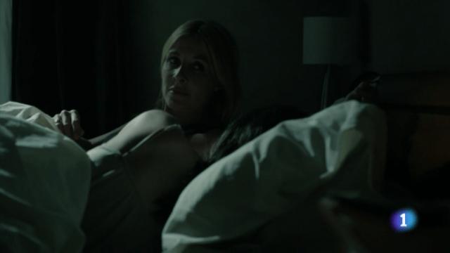 """""""Y ahora con cuidadito, sin que se despierte, le miro el móvil a sus espaldas. Cuánto nos queremos"""""""