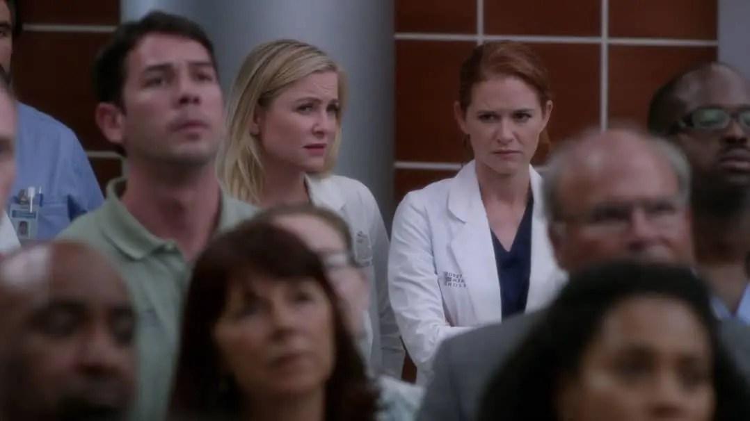 Arizona y Kepner hablando de Eliza