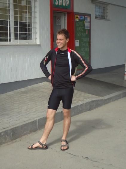 Sandales, short, aucun doute le soleil est de la partie. Dégaine de touriste hollandais assurée.