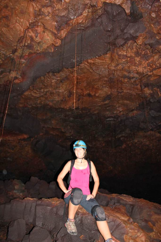 Stef dans les tunnels de lave Réunion