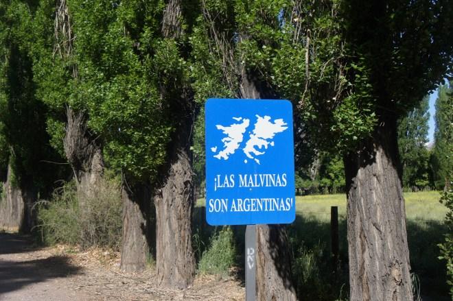 Même au Nord de l'Argentine, les panneaux nous rappellent cet éternel conflit