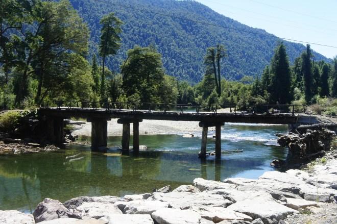 Beaucoup de propriétés ne sont accessibles que par ce genre de pont