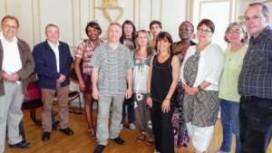 Image presse: les-six-creatrices-avec-le-president-fête des tisserands quintin 2014