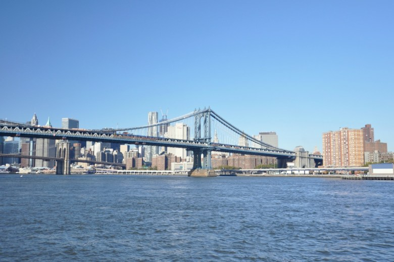Un pont sur l'East River à New York