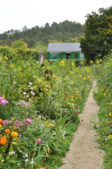 Une allée des jardins de Monet à Giverny